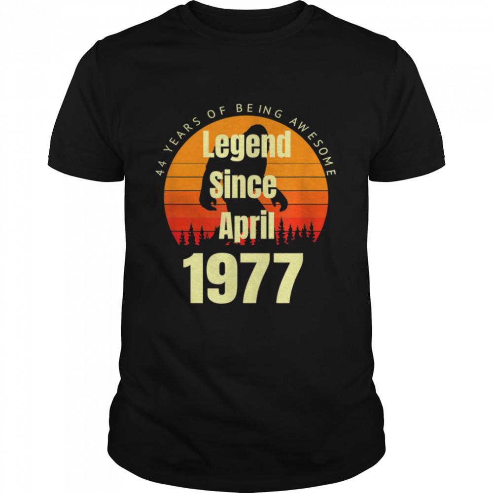44th Birthday Legend Since April 1977 Vintage Retro Sunset shirt Classic Men's T-shirt