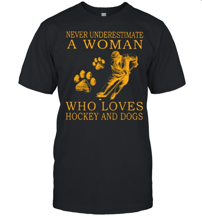 Never Underestimate An Old Woman Who Loves Hockey And Dogs  Classic Men's T-shirt