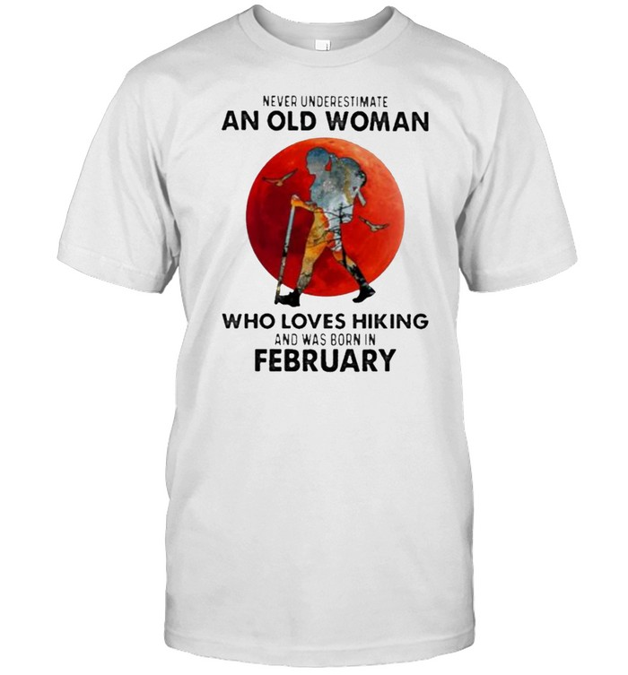 Never Underestimate An Old Woman Who Loves Hiking And Was Born In January Blood Moon  Classic Men's T-shirt