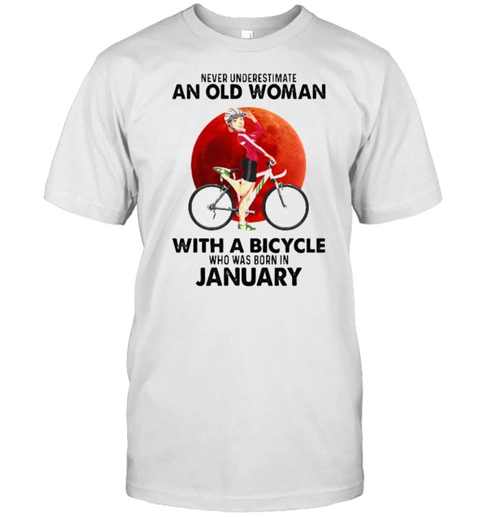 Never underestimate an old woman with a bicycle born in january blood moon shirt Classic Men's T-shirt